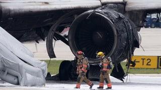 Flugzeug gerät vor Abflug in Brand – 17 Verletzte