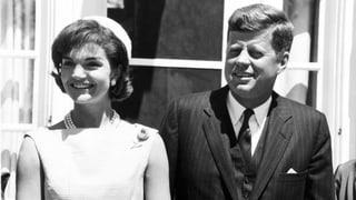 Jackie Kennedy war eloquent, gebildet, ihr Strahlen ansteckend. Sie trug erheblich dazu bei, dass ihr Jack die Präsidenschaft gewann.