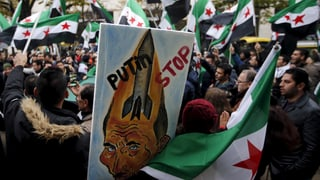 200 Mutige protestieren gegen Russlands Syrien-Einsatz