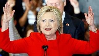 Clinton siegt hauchdünn vor Sanders