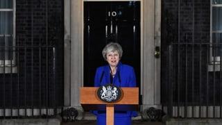 Theresa May resta primministra da la Gronda Britannia