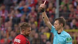 Auch er erlebt nicht seinen besten Tag: Yoric Ravet sieht beim Debüt Rot