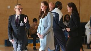 Herzogin Kate zeigt ihre royale Babykugel