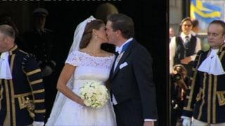 Romantisch und innig: Der Hochzeitskuss von Madeleine und Chris