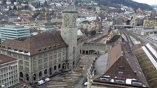 Angehende Architekten studieren in der St.Galler Hauptpost