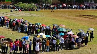 Zehntausende erweisen Mandela die letzte Ehre