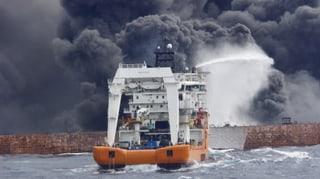 Havarierter Tanker versinkt vor chinesischer Küste im Meer