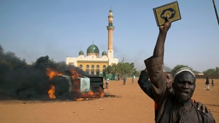Demonstranten in Niger stecken Kirchen in Brand