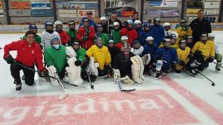 NHL a Scuol: Nino Niederreiter visitescha champ da hockeyans