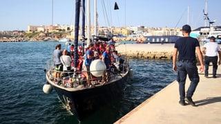 Weiteres Schiff mit Migranten in Lampedusa eingelaufen