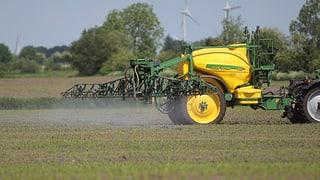 Schweizer Bauern versprühen weniger Glyphosat