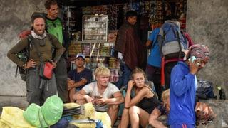 560 Touristen sitzen auf Vulkan in Indonesien fest