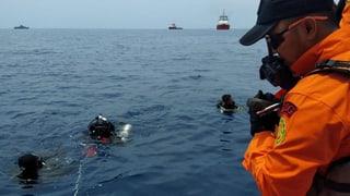 Vermutlich fast 200 Tote bei Flugzeugabsturz ins Meer