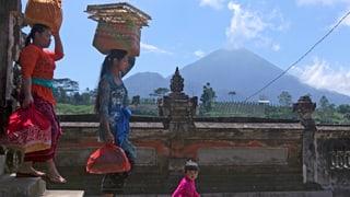 Stgalim d'alarm il pli aut per vulcan a Bali
