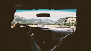 Warum werden bei SRF Leute ständig beim Autofahren interviewt?
