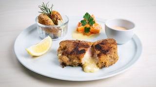 Cordon bleu pikant mit Rosmarin-Kartoffeln und Rahmkarotten
