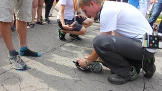 Video: Reto übt das Schuhe-Putzen