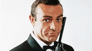 Bond lacht über Bond