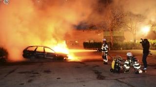 Autos brennen im EU-Musterland