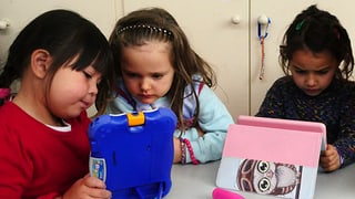Kinder lieben elektronisches Spielzeug