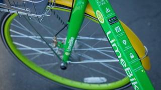 In der Stadt Zürich drängt mit LimeBike ein dritter Anbieter von Leih-Velos auf den Markt und stellt 500 Velos auf.