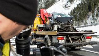 Schwerer Unfall im Gotthardtunnel fordert zwei Tote