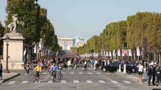 Schon 2015 wollte Paris ein Zeichen gegen dreckige Luft setzen. Aber so richtig autofrei war die Stadt nicht.