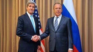 Diplomatischer Bruderkuss im Ukraine-Konflikt