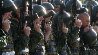 Russische Armee lässt Muskeln spielen