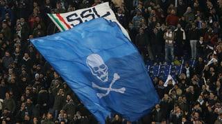 Sie beschimpfen Schwarze, Schwule und Juden: Fussballfans in Italien zeigen die dunkle Seite der italienischen Gesellschaft.
