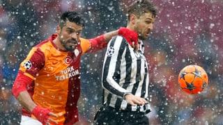 Galatasaray schlägt Juve im Schneetreiben