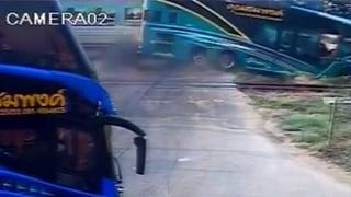Zug rammt Reisebus in Thailand – drei Tote