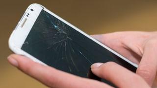 Handy fällt runter: Wer haftet? (Artikel enthält Audio)