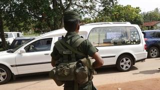 Täter sollen mit Sprengstoff auf der Flucht sein