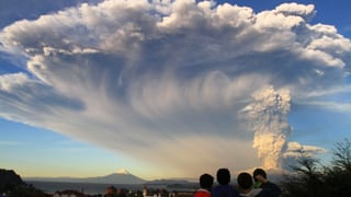 Vulkan Calbuco in Chile spuckt gewaltige Aschewolke aus