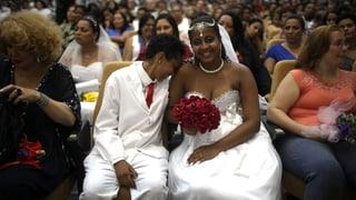 130 homosexuelle Paare feiern Massenhochzeit