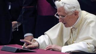 Papst trifft Gott, Jesus und Teufel
