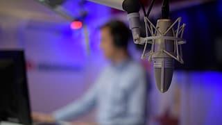 Moderatur, schurnalist u be roboter (Artitgel cuntegn audio)