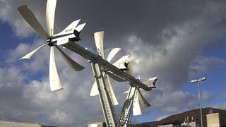 Gleich zu Beginn des Testbetriebs setzt ein Sturm das Windrad «Hans» ausser Gefecht.