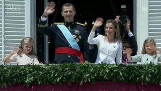 Hier jubeln die Spanier dem neuen König zu