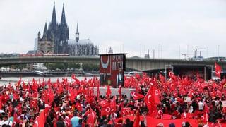 Zehntausende bei Erdogan-Demo in Köln