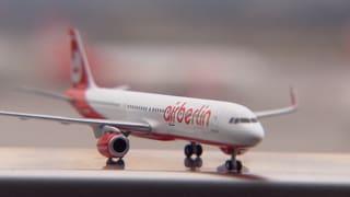 Gestrandete Flug-Passagiere: Behörden lassen Reisende sitzen