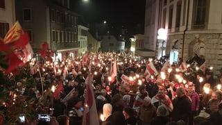 Tausende Pro-Jurassier ziehen schweigend durch Moutier