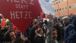 Polizei trennt Rechte und Linke auf dem Messeplatz