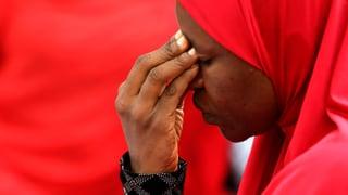 Eltern erkennen ihre entführten Töchter auf Video