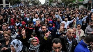 Pliras manifestaziuns en Tirchia cunter ils attentats ad Ankara