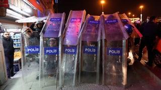 Türkische Regierung degradiert 350 Polizisten
