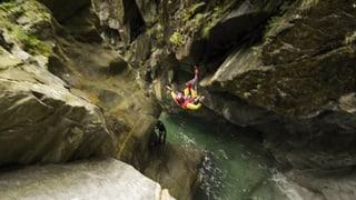 Video «Canyoning in Italien: Schneller als das Wasser» abspielen