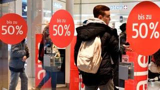Die Kleiderbranche hat sich mit ihrem Preiskampf ins Abseits manövriert. Trotz der Rabatte wird nicht mehr gekauft.
