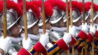 Schweizergarde schützt Kardinäle am Konklave